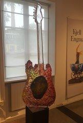 Gitarr med Huvud Röd