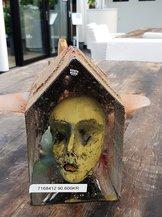 Skulptur med  Gult Ansikte